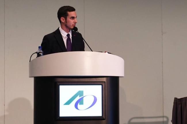 El Dr. Simón Pardiñas López asiste en Los Ángeles al meeting anual de la Academia de Osteointegración (AO) y entra a formar parte del Comité de Jóvenes Clínicos (YCC)