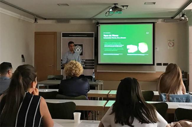Dr. Simón Pardiñas, speaker at the official dentists' school in Pontevedra and Ourense