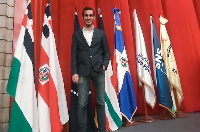 O Dr. Pardiñas López pousa no Congreso Dental Internacional
